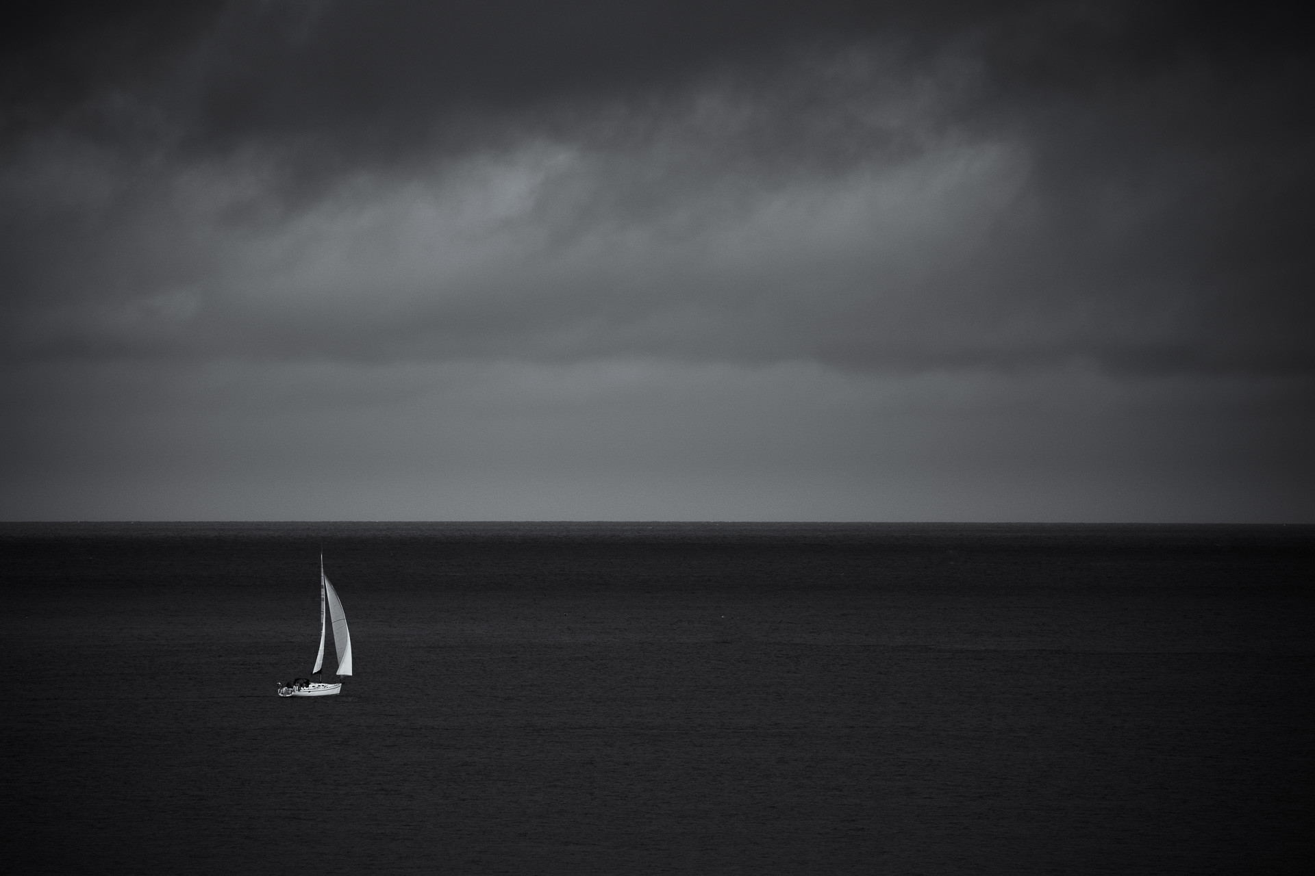 Sailing into the storm, Bretagne, Frankrijk - Canon EOS 6D mark II + Canon EF100-400mm f/4-5.6 L IS II op 400mm, f/5.6, 1/2000 sec. en iso100