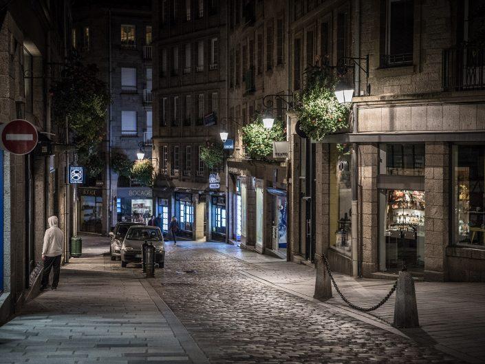 De straten van Saint-Malo-Bretagne, Frankrijk - Canon EOS 6D mark II + Canon EF24-70mm f/2.8 L II op 70mm, f/2.8, 1/80 sec. en iso3200