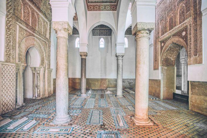 De Ben Youssef Madrasa koranschool in Marrakech, Marokko. Een prachtig voorbeeld van islamitische architectuur gebouwd rond 1570. De school ontwikkelde zich tot een van de belangrijkste Koranscholen in de islamitische wereld en met 900 studenten tot de grootste in Afrika.