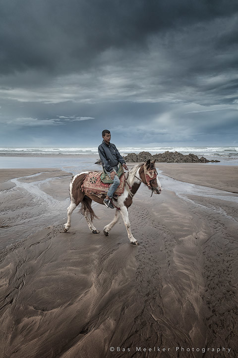 Masterclass landschapsfotografie -  Riding on Casablanca beach - Canon EOS 5Dsr + canon EF 24-70mm f/2.8 L II at 24mm, f/11, 1/125 sec. at iso200