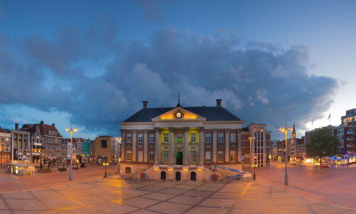 Foto van het stadhuis in Groningen