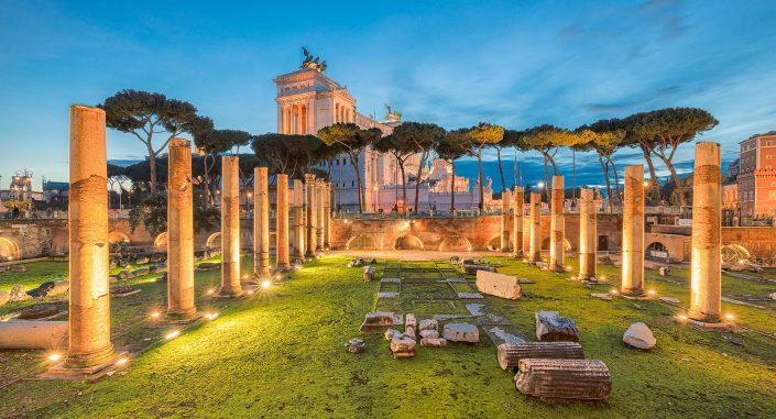 Het forum in Rome in Italie in de schemering