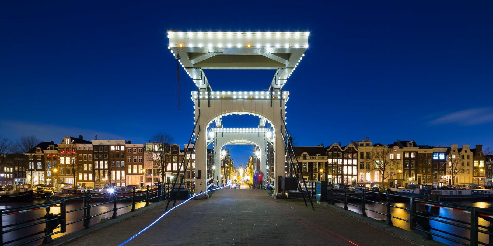 De Magere Brug in Amsterdam in het avondlicht - Bas Meelker Landschapsfotografie