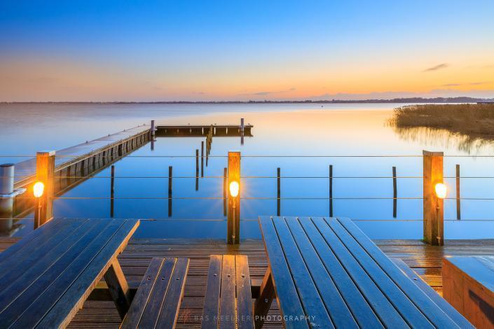 Een mooie kleurrijke zonsopkomst over het Paterswoldse meer in Drenthe