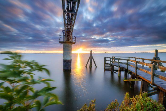 Zonsopkomst boven het Nationaal Park Lauwersmeer bij Oostmahorn, Friesland