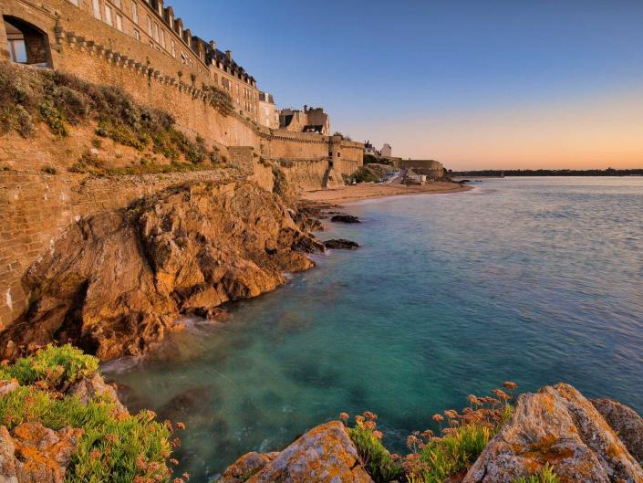 Saint-Malo at Dawn - Bretagne, Frankrijk - Canon EOS 6D mark II + Canon EF16-35mm f/4 L IS op 16mm, f/13, 1,3 sec., iso100