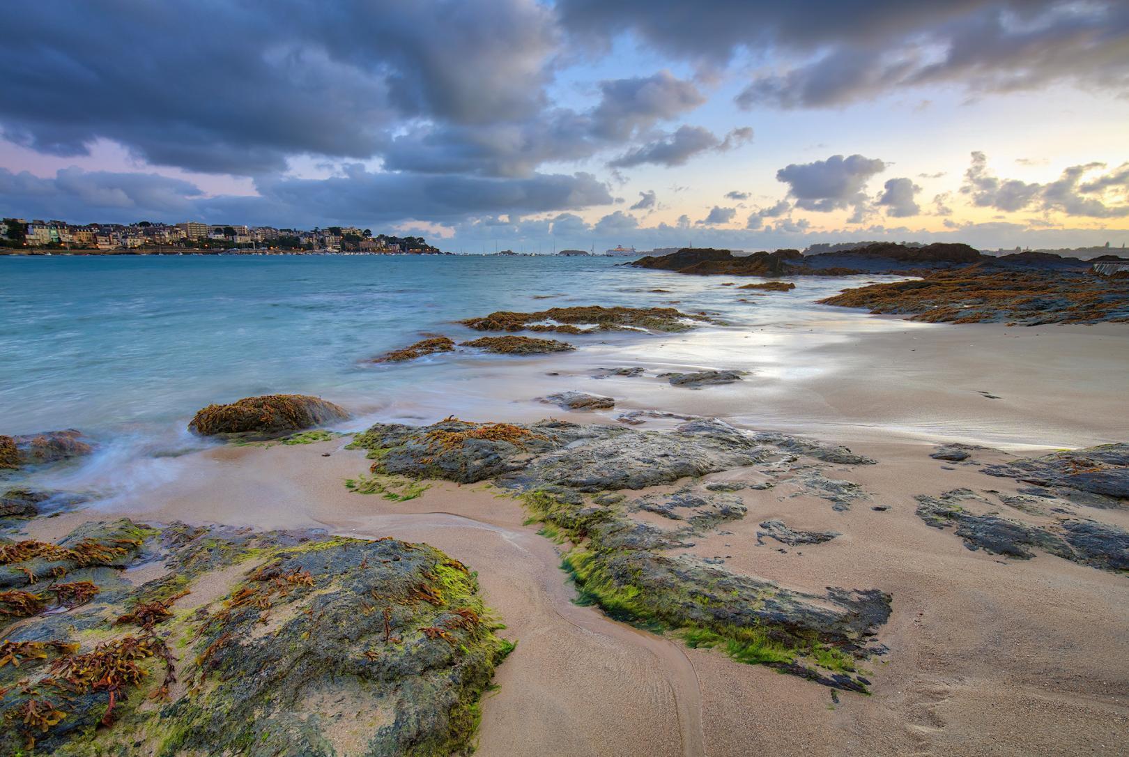 Sunrise at the coast of Dinard - Bretagne, Frankrijk - Canon EOS 6D mark II + Canon EF16-35mm f/4 L IS op 16mm, f/9, 1 sec. en iso100