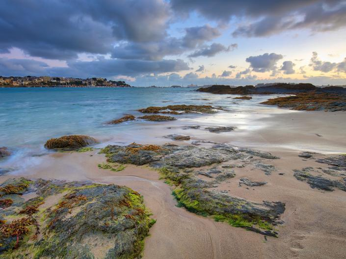 Sunrise at the coast of Dinard - Bretagne, Frankrijk - Canon EOS 6D mark II + Canon EF16-35mm f/4 L IS op 16mm, f/9, 1 sec. en iso100