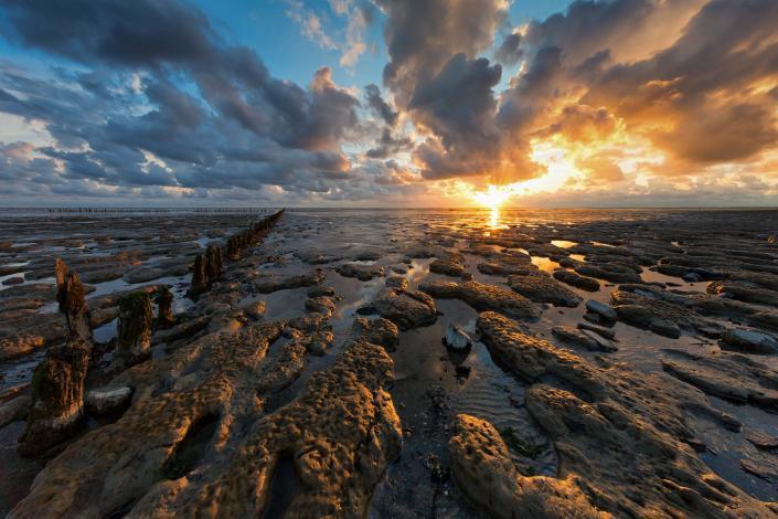Zonsondergang boven de Friese Waddenkust