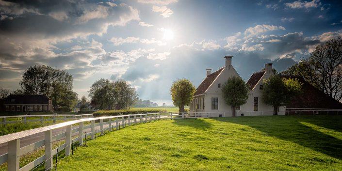 Nederlandse landschappen - Aduarderzijl in Groningen op een mooie lente avond in mei