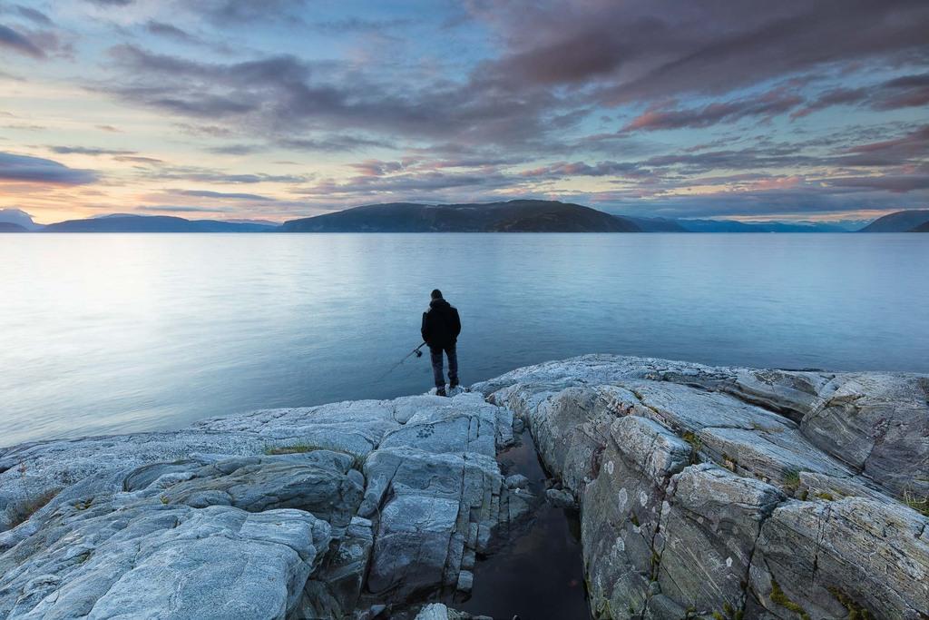 Last man Fishing - Sognefjord, Norway - Canon EOS 5Dsr + Canon EF 16-35mm f/4 L IS at 16mm, f/11, 1,6 sec. op iso 100. Statief, draadontspanner en Lee ND6 hard grad.