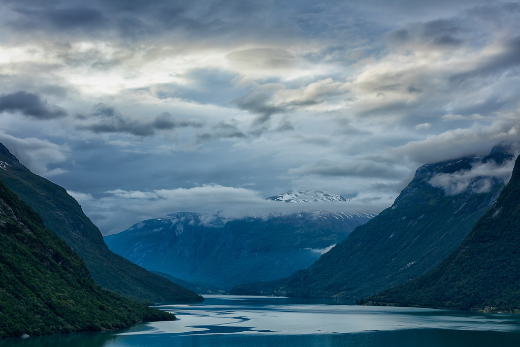 Land of Fjords - Norway - Canon EOS 5Dsr + Canon EF 70-200mm f/2.8 L IS II at 70mm, f/8, 1/250 sec. op iso 200. Statief, draadontspanner en Lee ND6 soft grad.