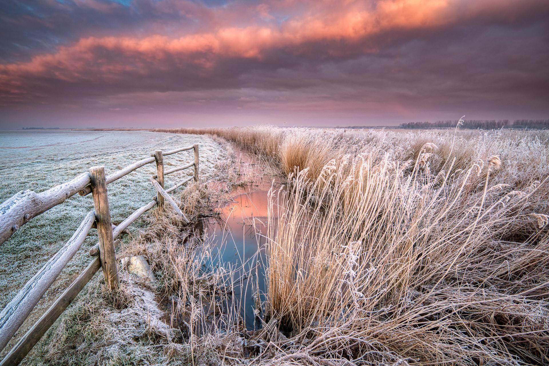 Een winterse zonsopkomst boven het nationaal Park Lauwersmeer in Groningen - Bas Meelker Landschapsfotografie